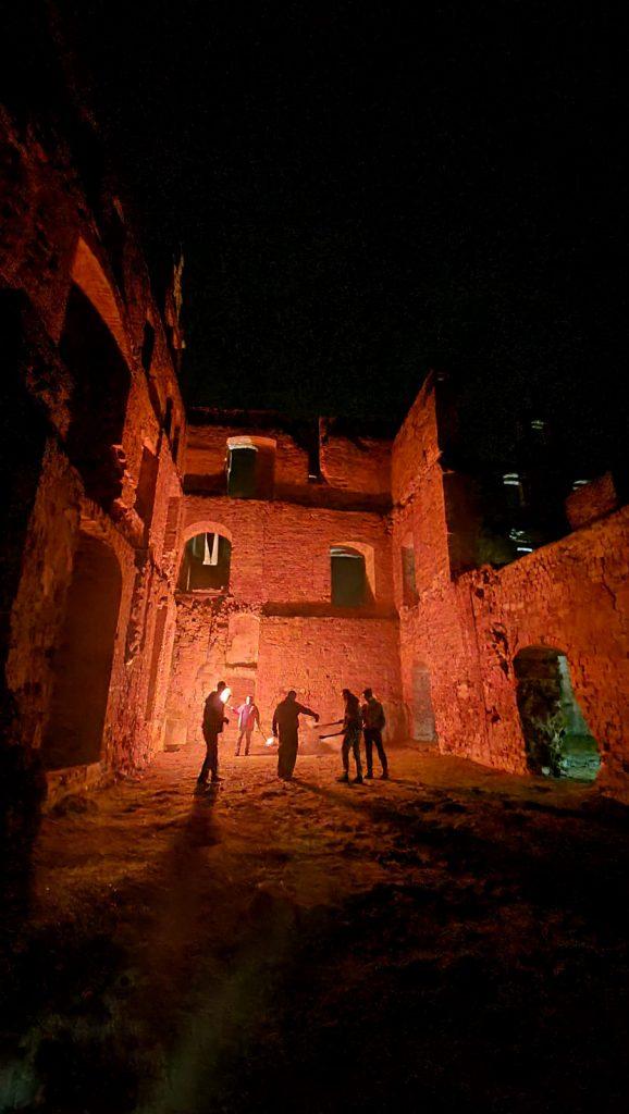 nocne zwiedzanie zamku w Siedlisku
