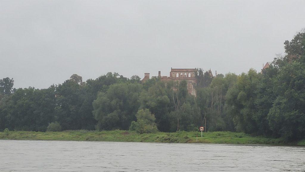 Zamek w Siedlisku - widok z Odry