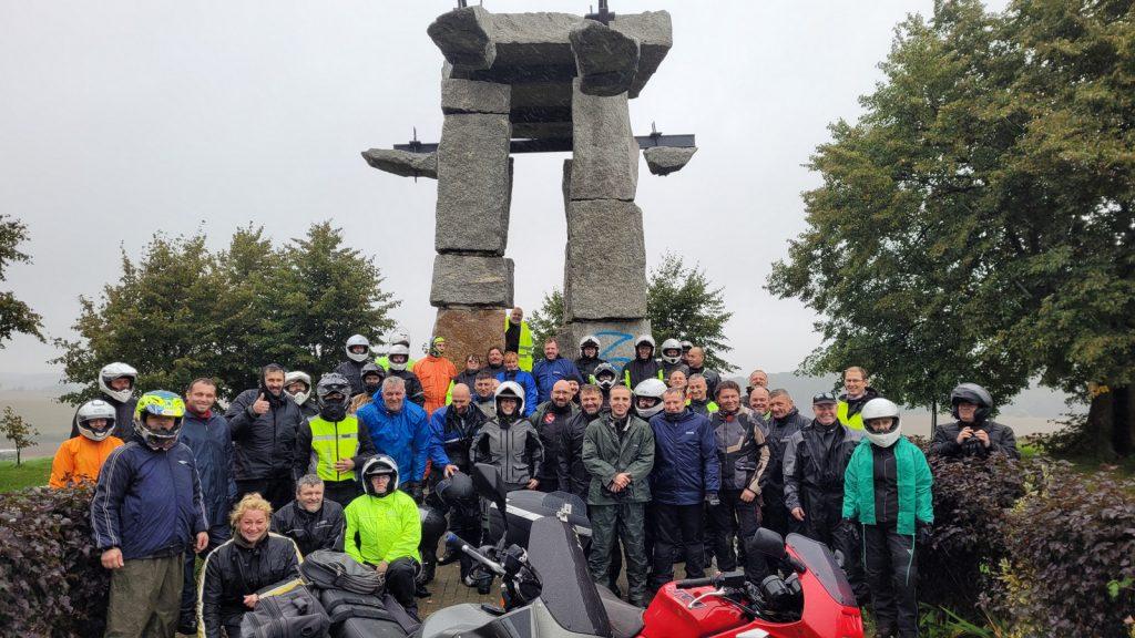Pomnik Ludziom Ziemi w Jerzmanowej