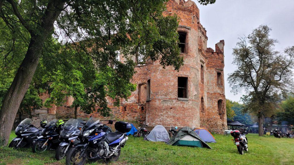 Motocykle na zamku Karolat