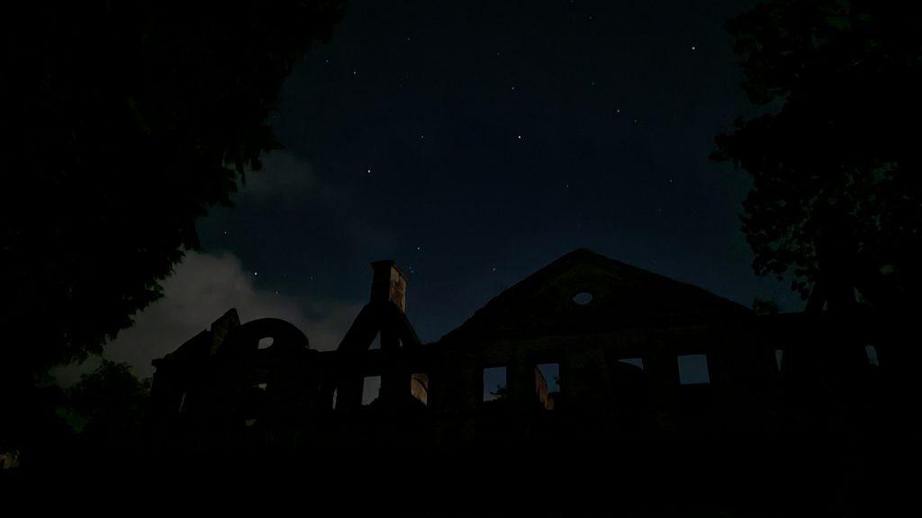Zamek Karolat nocą